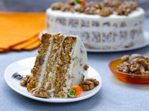 carrot cake with walnuts and mascarpone cream